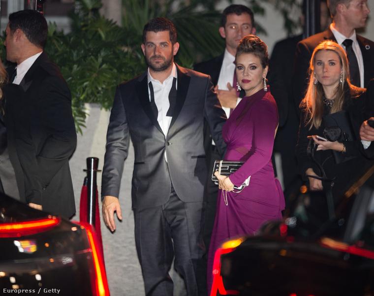 Alyssa Milano és férje távoznak.