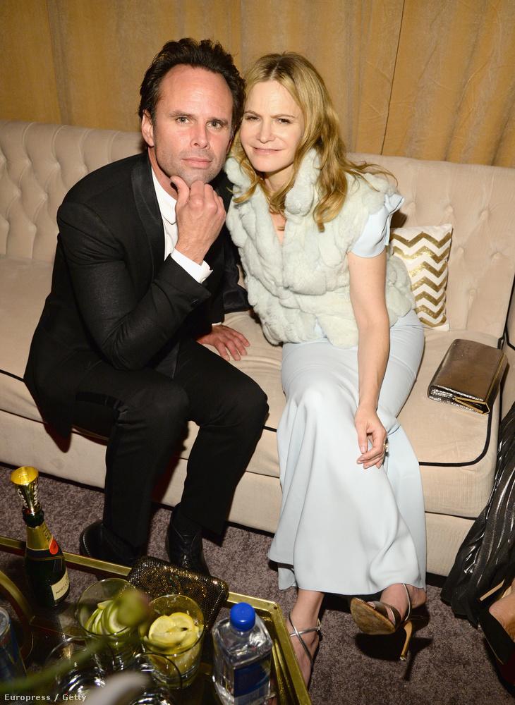 Walton Goggins  és Jennifer Jason Leigh, akiket mostanság az Aljas nyolcas című Tarantino-filmben láthatnak, egész este egymás mellett ücsörögtek.