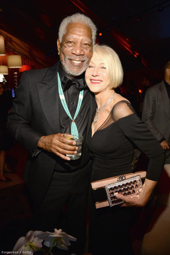 Helen Mirren mintha már ivott volna egy keveset, úgy dől Morgan Freemanre