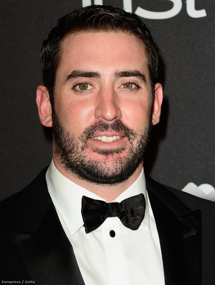Ez az ember még mindig Matt Harvey baseball-játékos, és nem Nicolas Cage.