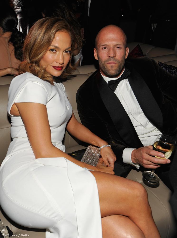 Jennifer Lopez itt épp Jason Stathammel cseveg,