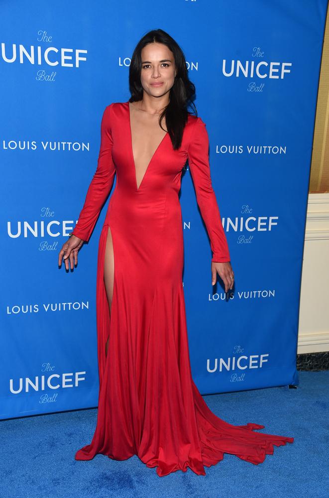 Ahogy Nicole Kidman és Selena Gomez, ő is a Los Angeles-i Unicef gálára húzott ilyen szép ruhát