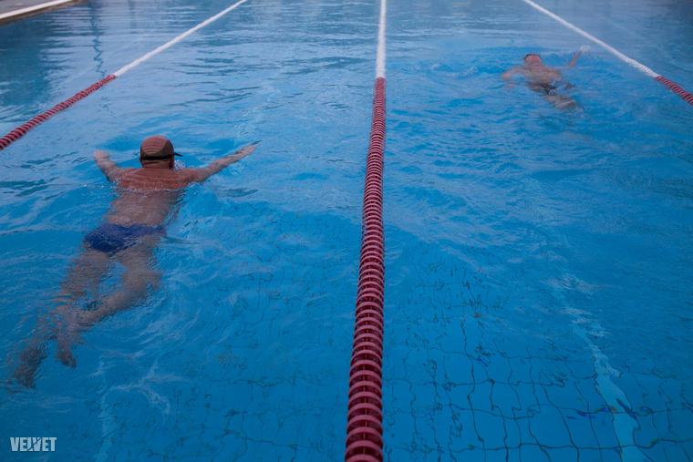 Lehet úszni, masszíroztatni, szaunázni, teniszezni, focizni...