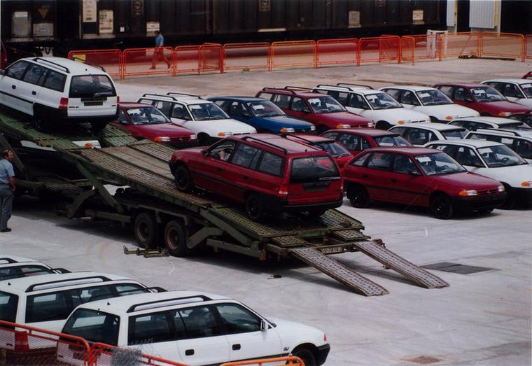 A motorgyári projekt, a magyar kormány javaslatára, tovább nőtt, így 1990