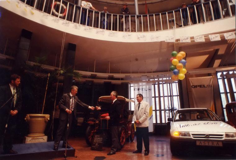 Az első hazai Astrát az Opel a Közlekedési Múzeumnak ajándékozta