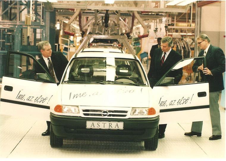A GM a nyolcvanas évek végén az Opel motorgyártó kapacitását akarta növelni, ehhez keresett megfelelő helyszínt Közép-Európában