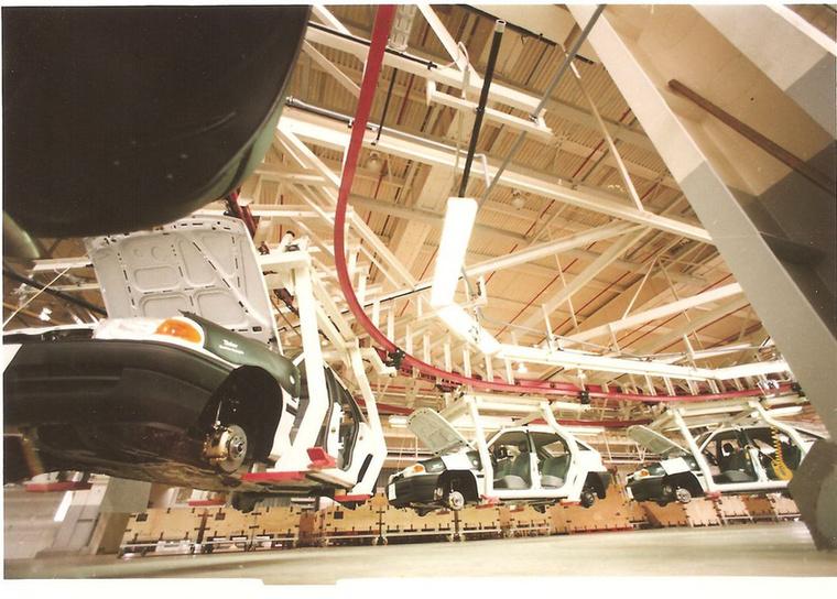 Az Opel, illetve az anyacége a General Motors volt az első nemzetközi autóipari cég, amely Magyarországon megjelent.