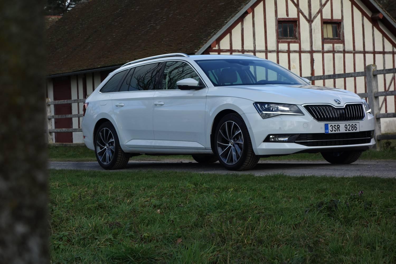 Totalcar - Az Év Autója blog - Év Autója-szavazás utolsó fordulós vezetés   Skoda Superb 2.0 TSI DSG 0fa8d92737