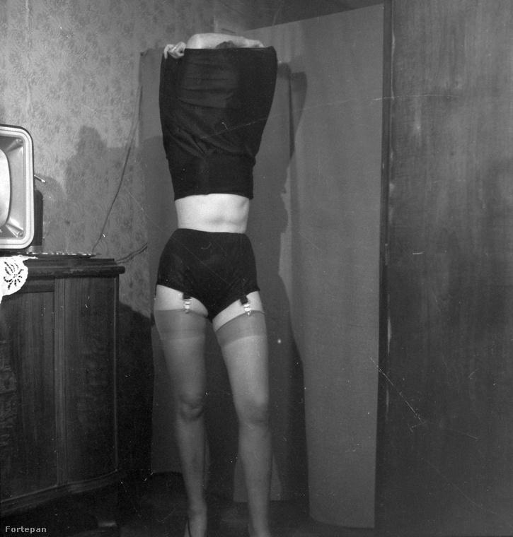 A vetkőzést külön meg kellett tanulniuk a nőknek, nem vehették le magukról csak úgy a ruhadarabokat otthon