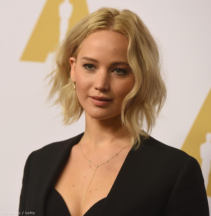 Jennifer Lawrence az Oscar-jelöltek vacsoráján olyan volt, mint egy szép, lepréselt virág,