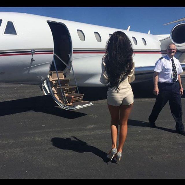 Ha külföldre kell menni, akkor sincs para, hiszen ott van a magánrepülő.