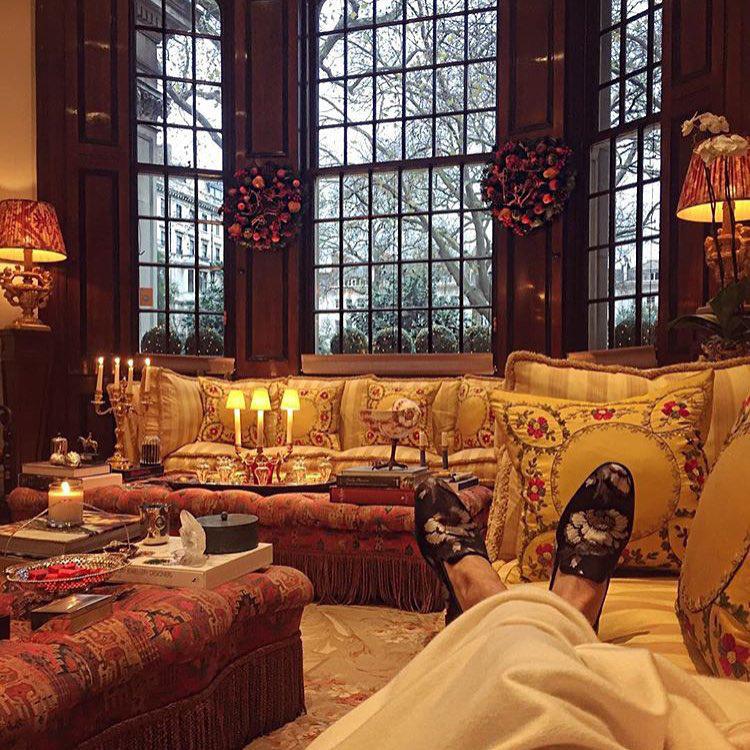 Ha egy gazdag londoni kölyök lazítani akar, valami ilyesmit csinál.