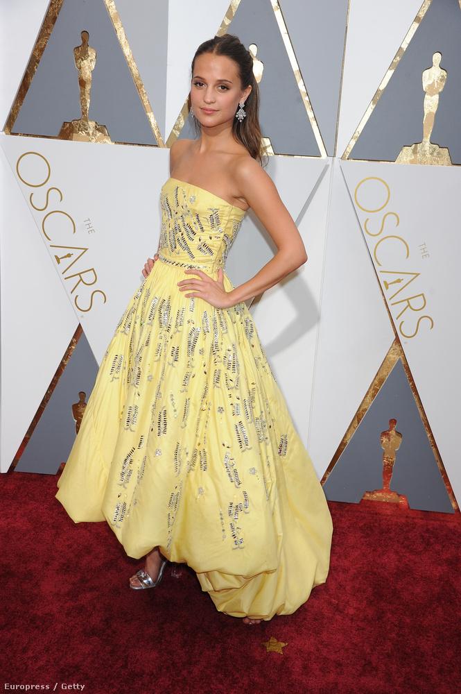 A svéd Alicia Vikander lett a legjobb női mellékszereplő, de a ruháját nem dicsérték annyian, mint az alakítását