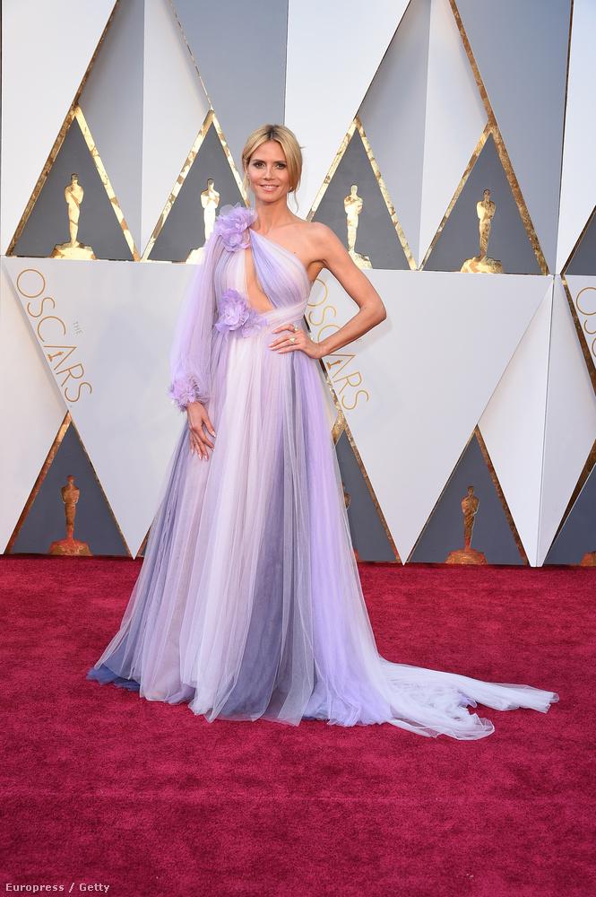 Akit viszont mindenki gyűlölt ezen a gálán: aki ezt a Marchesa-ruhát rátukmálta Heidi Klumra