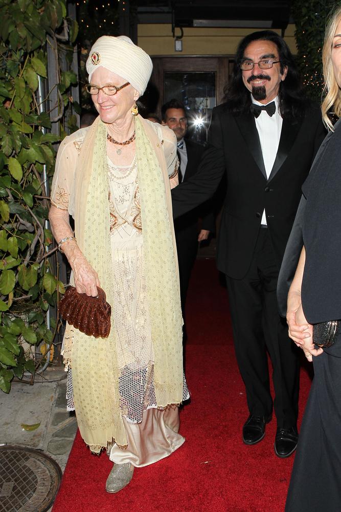 Amíg próbálja kitálalni, hogy DiCaprio kire hasonlít jobban, még annyi hozzátartozik a családi szálakhoz, hogy a színésznek van egy féltestvére Peggy Ann Farrar előző házasságából