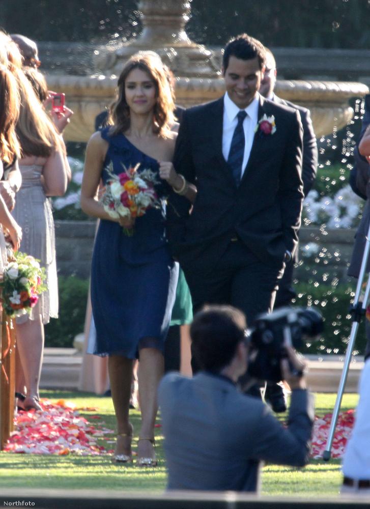 Na de Jessica Albát nem onnan ismerjük, hogy a vőfély szerepét elvállaló pasijával közösen segített egy baráti párnak összeházasodni – mindenesetre ez történt 2010-ben