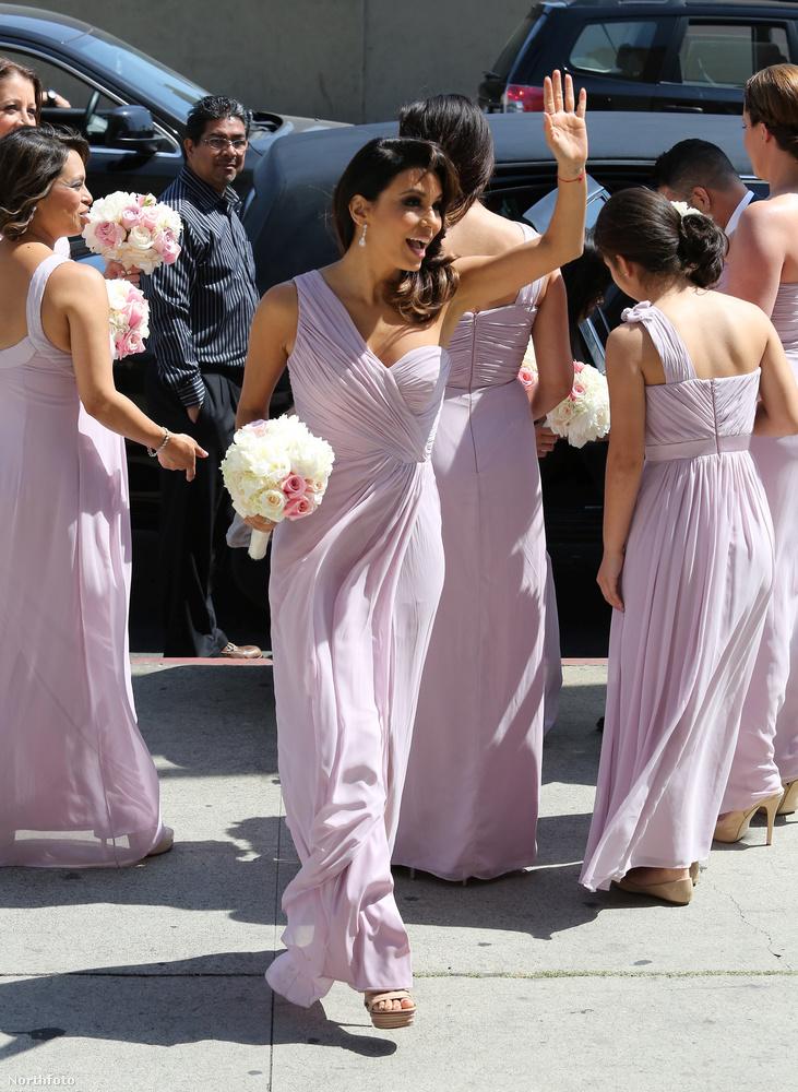 Nem ő volt az egyetlen koszorúslány ezen az esküvőn, de nyilván neki állt a legjobban az egyenruha