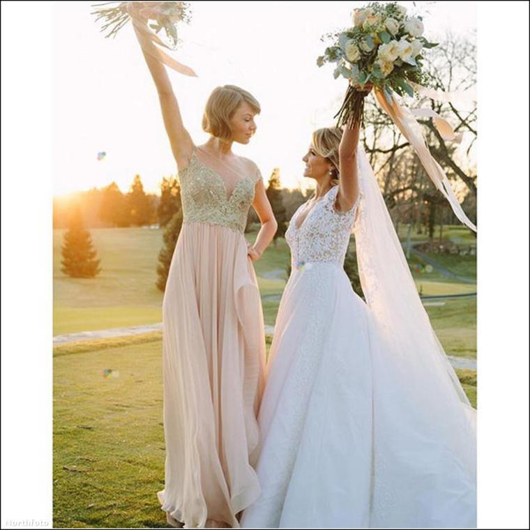 Na és legutóbb meg Taylor Swift posztolt arról, hogy koszorúslány volt gyerekkori barátnője esküvőjén