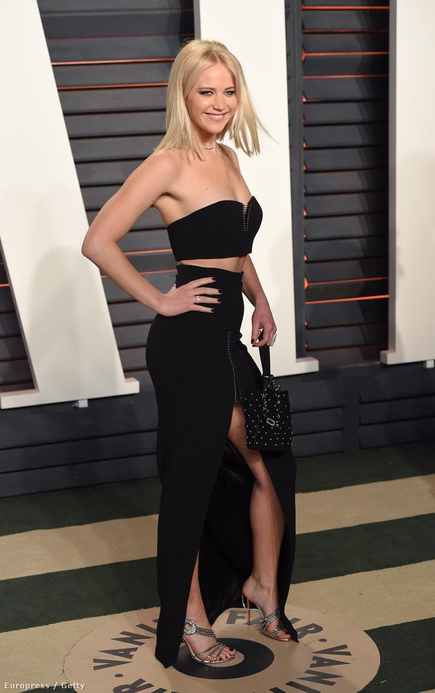 Ön is borzasztóan kedveli Jennifer Lawrence-et? Ebben közrejátszik az is, hogy azt állítja, mint minden más halandó, ő is imádja a pizzát, a hamburgert, és a kanapén fetrengést? De azt ugye nem gondolja, hogy ő büntetlenül zabálhat kedvére? Nem hát