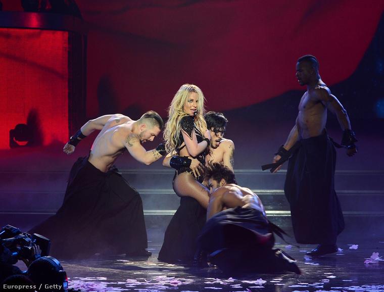 A műsorban természetesen teret kap a tény is, hogy Spears nagyon sok pasi álma Ami azt illeti, ő maga is rendelkezik bizonyos igényekkel.