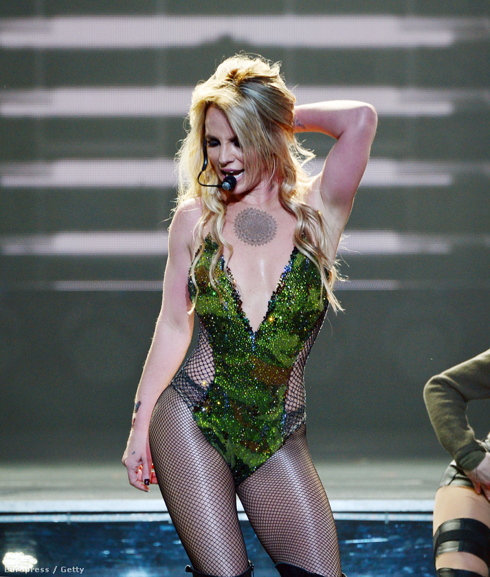 mert a 34 éves énekesnő nagyon jól néz ki