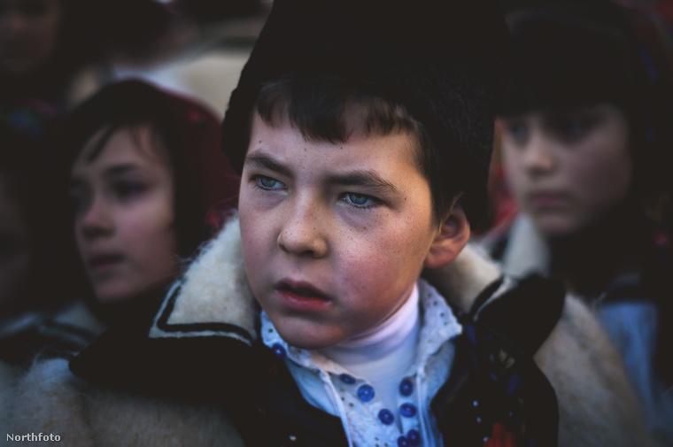 Még egy portré még egy ünneplőbe öltözött kisfiúról
