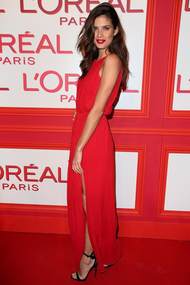 Sara Sampaio  többek között a Victoria's Secretnek is modellkedik