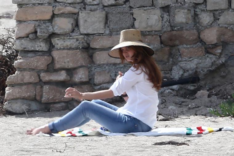 Lana Del Rey március 9-én elugrott strandolni Malibun, és nem fogunk hazudni: nagyon szép volt.