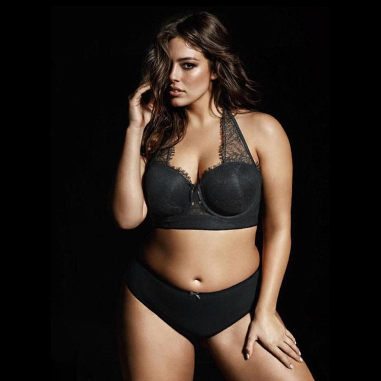 Nemrég a plus size modell Ashley Grahamnek szóltak be, miután szerepelt a Sports Illustrated bikinis számában