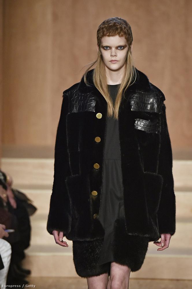Ez most egy nagyon híres márka, ez Givenchy! Próbáltunk is komolyan hozzáállni ehhez a kollekcióhoz, de ennél a lánytól szégyenszemre felkacagtunk