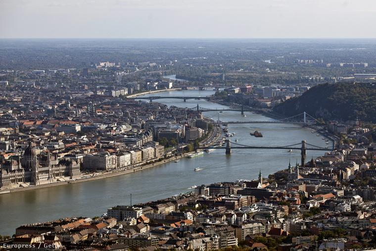Budapest egy majdnem kétmilliós világváros – kicsit elvárja az ember, hogy a világon mindenhol tudjanak legalább a létezéséről