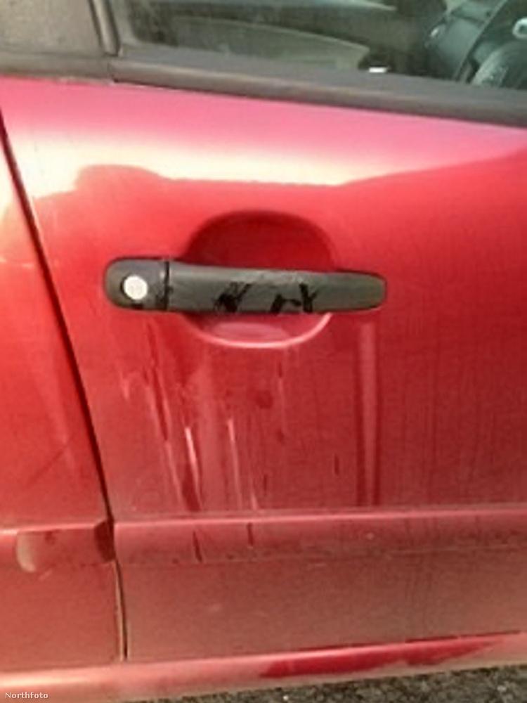 Egy Kingsbridge-ben élő nő, akinek a neve nem ismert, egy bevásárlás után akart hazaindulni autójával, ám a járművet elég durva állapotban találta