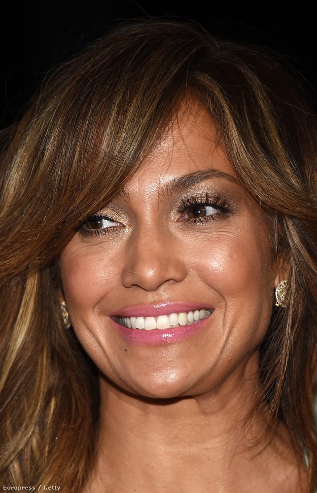 De a 46 éves énekesnő arca sokkal több figyelmet érdemelne.