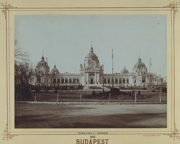 1913-at írunk, akkor nyitott meg a Széchenyi fürdő.