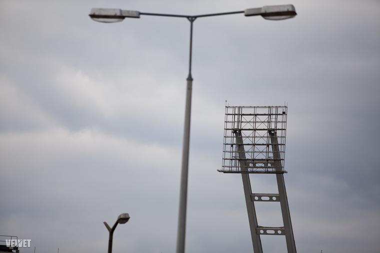 Az építész bizakodó a helyére épülő új stadionnal kapcsolatban, de hát ez nem is lehet véletlen: a Budapest Arénát is ő tervezte, elmondása alapján eddig csak pozitív kritikákat kapott, így most sem számít másra