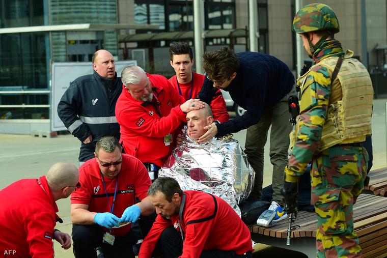 Az első támadást kilenc óra után egy második követte: két pokolgép robban a metróban, a Maalbeek állomásnál