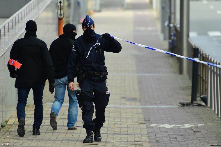 A a belga rendőrség házkutatásokat tart Brüsszelben; a terrorcselekményekhez köthető személyeket keresnek