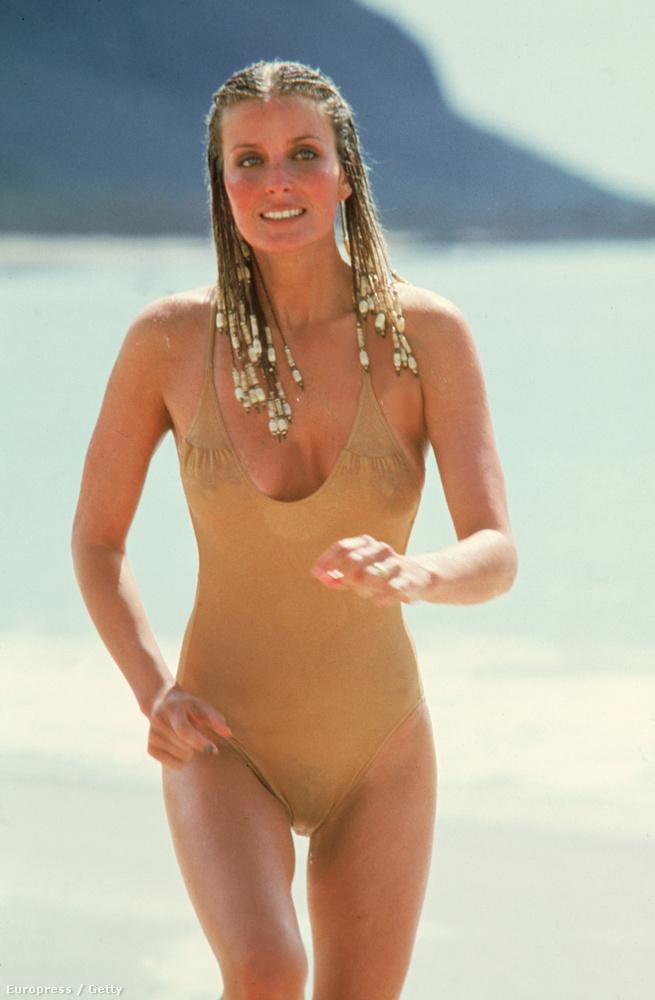 Az 58 évesen is jónő, Bo Derek anno ebben a fürdőruhában bebizonyította, hogy ő volt a legjobb választás a Bombanő címszerepére