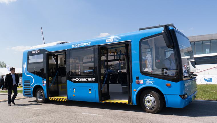 Az elektromos Modulo műanyagbusz is demózott, utazni is lehetett rajta