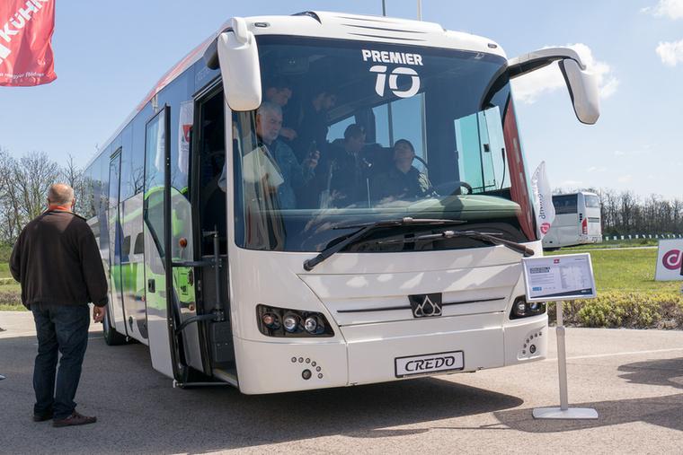 A Credo újdonsága a mindössze 10 méter hosszú távolsági busz - a gyártó szerint gazdaságosabban üzemeltethető a kevésbé telített vonalakon, mivel könnyű