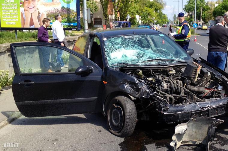 Velvet - Helyszínelő - Kamionnal ütközött egy személyautó a Reitter Ferenc utcánál