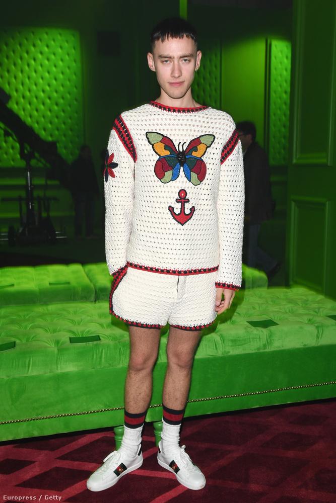 Ő Olly Alexander a Years & Years nevű brit együttes énekese