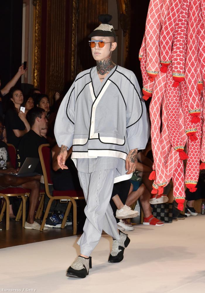 Egy újabb japános szett, most Henrik Vibskov tervezőtől, de vajon mik azok a szalámiszerű, lógó izék?