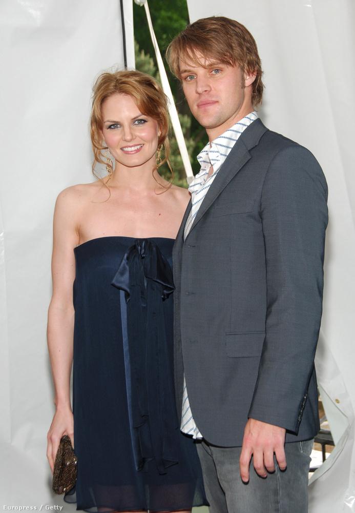 A Doktor House orvosai a forgatókönyv szerint össze is házasodtak, és bár a való életben is összejöttek, sőt, el is jegyezték egymást, Jennifer Morrison és Jesse Spencer már nincsenek együtt