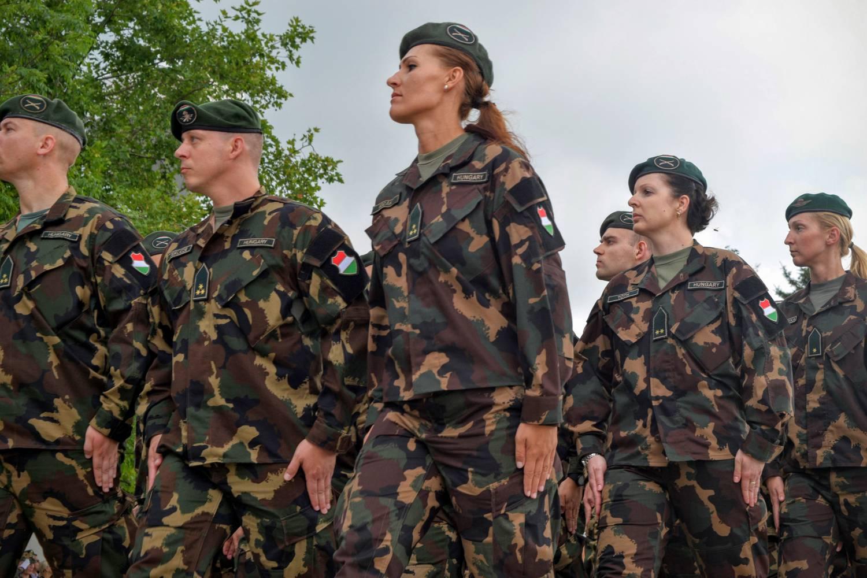 9c48357288 Index - Tech - Ne csodálkozzon, ha fura egyenruhás katonákat lát az  országban