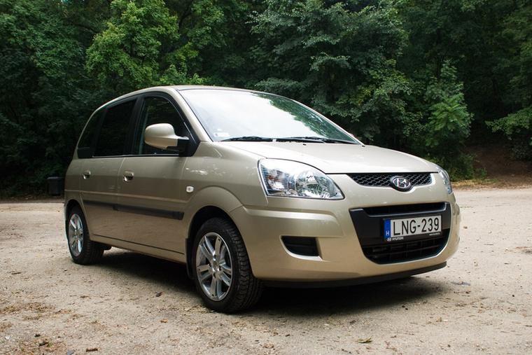 Hyundai Matrix (2009)                         A Hyundai 2002-ben mutatta be családi egyterűjét, a Matrixot