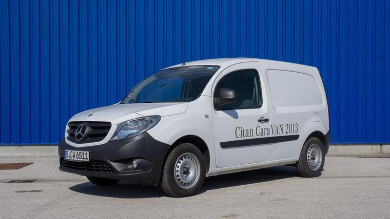 Mercedes Citan                         Valószínűleg jó ötletnek tűnt a stuttgarti brainstormingon, hogy átemblémázott Renault Kangookat áruljon a Merci Citan néven, de a magyarok átláttak a szitán és nem vették a Citant.