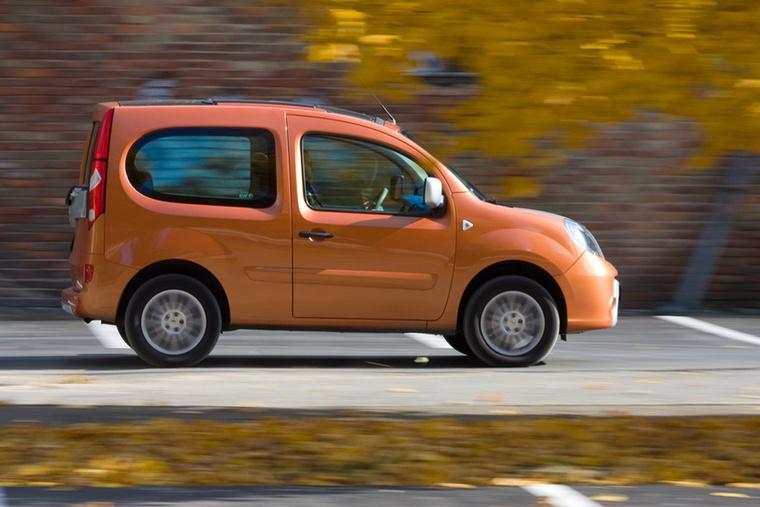 Renault Kangoo Be Bop                         Amíg a korabeli Kangoo személyautó változata maga a megtestesült praktikum, a Be Bop mentségére csak annyit tudunk felhozni, hogy cuki