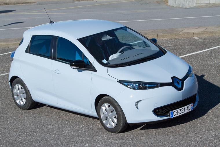 Renault Zoe                         Tisztán villanyhajtású autókból még manapság sem túl sok van itthon, de azért néha felbukkan a forgalomban egy Nissan Leaf, egy i3-as BMW, egy Renault Twizzy, egy Ion vagy egy Kia Soul EV