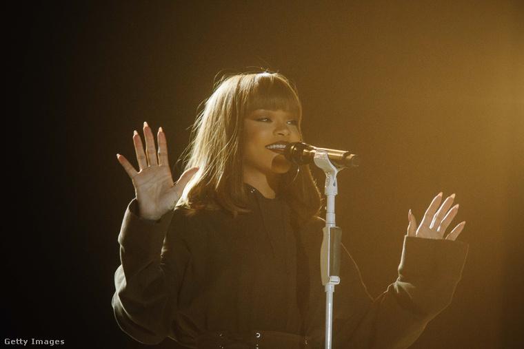 Rihanna idén a Szigeten is fellépett, és hatalmas botrányt hagyott maga után, ugyanis késett, sokak szerint pedig a közönséggel sem foglalkozott annyit, amennyit kellett volna